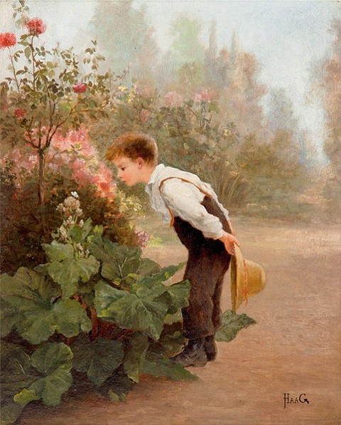 Petit jardinier respirant le parfum d'une fleur
